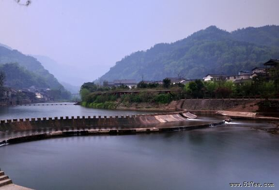 柳江古镇,位于四川省眉山市洪雅县城西南35公里花溪河支流柳江